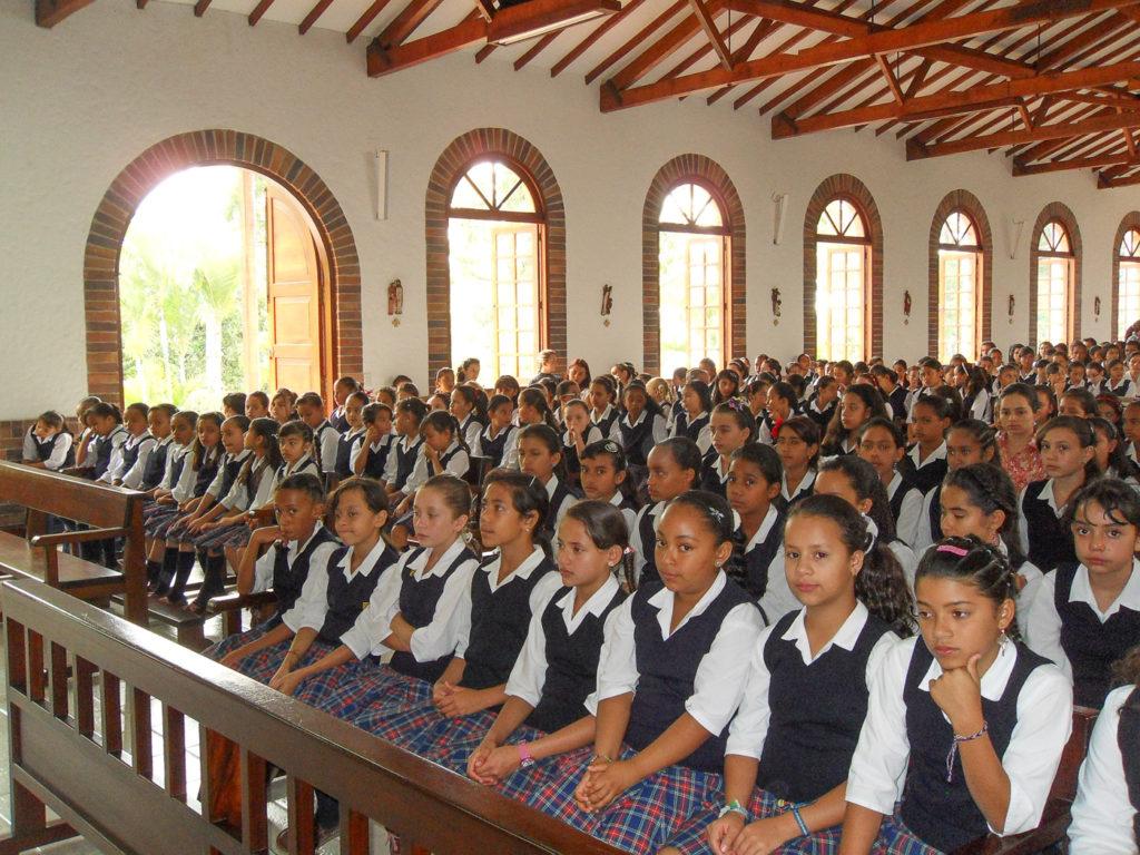19.- 1 CELEBRACIONES RELIGIOSAS - EUCARISTIA CON TODO EL COLEGIO (2)