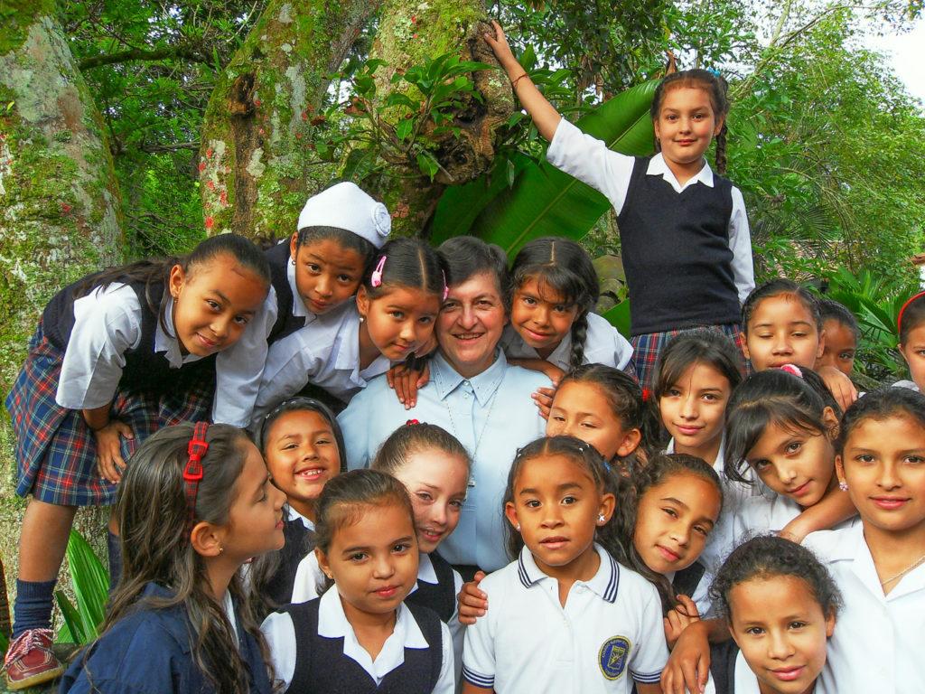Foto Hna Ligia mit Kinder